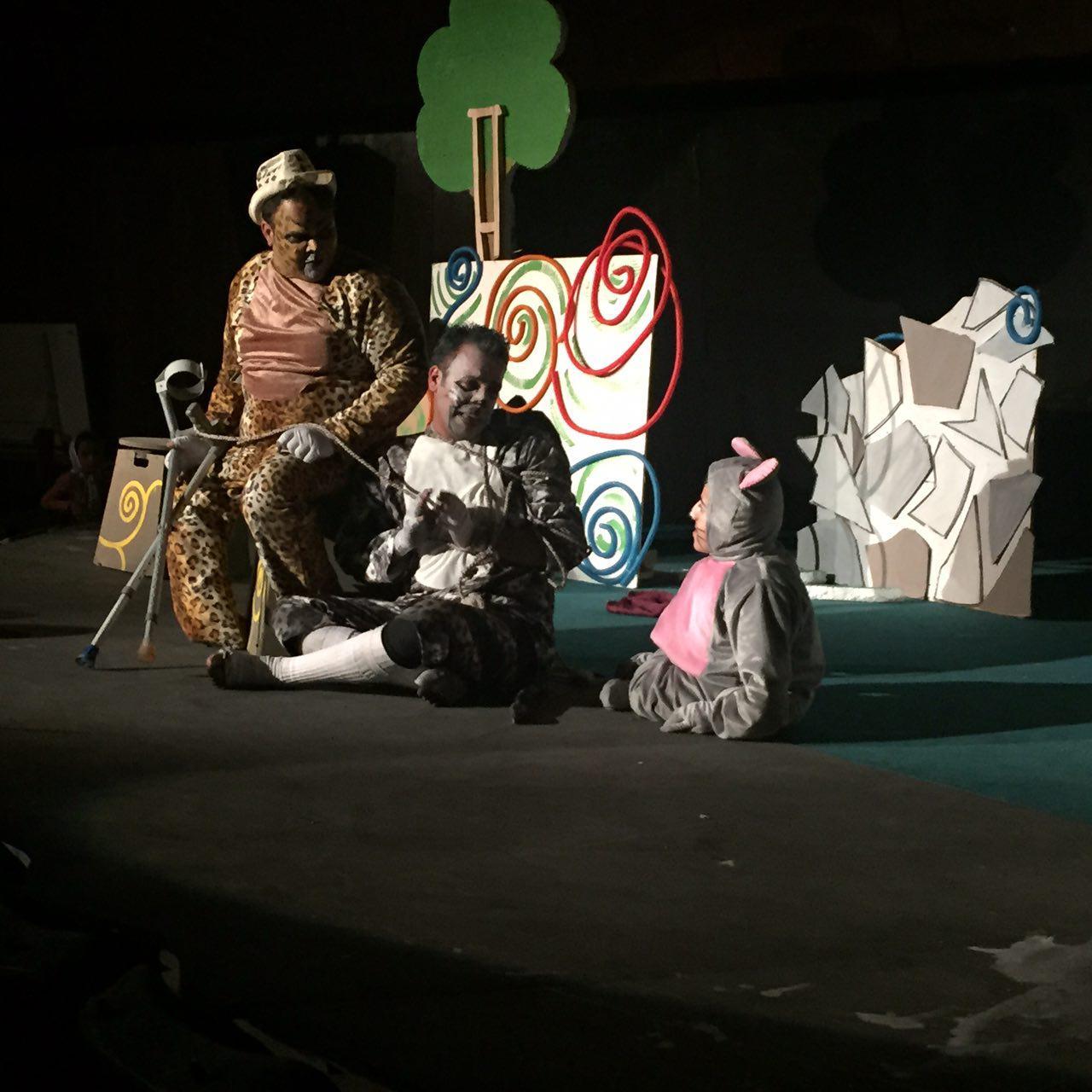 اجرای نمایش «گربه و پلنگ » در سومین جشنواره تئاتر منطقه ای معلولان کویر