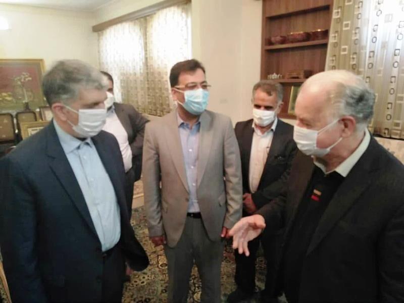 وزیر فرهنگ و ارشاد اسلامی از خوشنویس برتر ایران در یزد قدردانی کرد